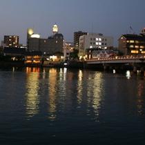 ■水辺に映る銘橋「松江大橋」と松江シティホテル■