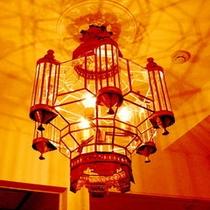■セミスイートのお部屋は♪スペイン特注の素敵で暖かなシャンデリア照明が♪くつろぎの時を演出して■