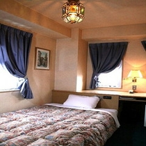 ■シングルルームも全て1200×2000セミダブルベッドを標準装備でゆったりお休み下さい■