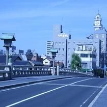■銘橋「松江大橋」から望む松江城と松江シティホテル■
