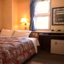 ■全室静かな角部屋のダブルルームは正式なダブルベッド1400×2000です■