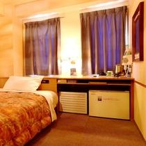 ■シングルルームも全て1200×2000のセミダブルベッドを標準装備でゆったりお休み下さい■