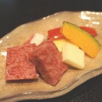 【別注料理人気No1】近江牛霜降り一口ステーキ 1,500円