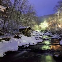 ホテル敷地内 滝の湯川(冬)