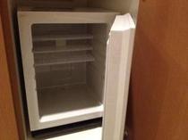 冷蔵庫は空の状態です。