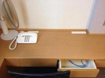 デスク(ツイン)LANポート・電気スタンド・ヘアドライヤー