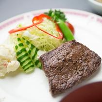 【選べる夕食】滋賀の名産「近江牛」を使ったお肉料理「近江牛ミニランプステーキ」(一例)
