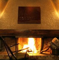 心も温まる暖炉の火
