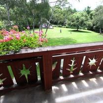 エコノミーツイン ガーデンビュー、バルコニーからの庭の眺め