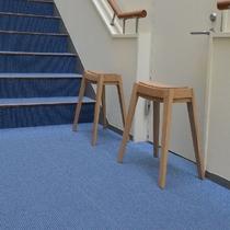 大浴場へ行く階段の椅子