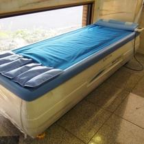 ロビーに全身型のウォーター・リラクゼーションベッドを設置しました!どうぞご利用ください。