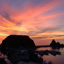 ウトロの夕焼けはダイナミッック。空、海、全てが夕焼け色に