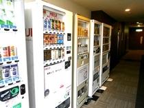 1F自動販売機コーナーではアルコール・ジュースを販売しています
