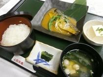 2食付プラン夕食メニュー例<鯖味噌定食>