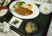 2食付プラン夕食メニュー例<焼肉定食>