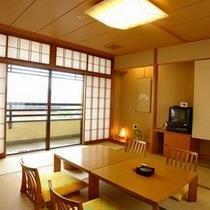 【部屋】お値打ち町側・10畳きれいな和室です
