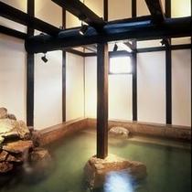 【風呂】りらっくす蔵・浴槽〜白壁の土蔵の中がお風呂!〜