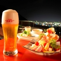 絶景夜景のビアテラスでビールを