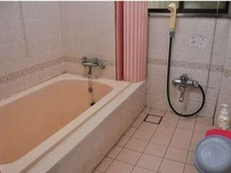 お風呂。こちらは利用状況で貸切もできます。スタッフに聞いて管足