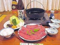 国産牛を使用した「牛すき焼き」一例。