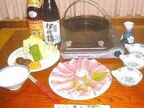 地元ブランド三河ポーク使用の「豚すき焼き」一例。しゃぶしゃぶへの変更も可能