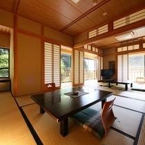 【2F「雪の間」純和室/禁煙光と風が舞い込む開放感あるお部屋。各階に1室だけ(計3室)の部屋タイ
