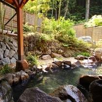 【露天風呂/養曽の湯】静かな竹林に佇む露天風呂