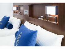 【ツイン・ダブル】       ベッド毎に照明やコンセントを設置