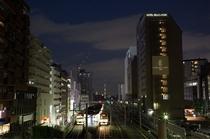 ホテル外観と大塚駅
