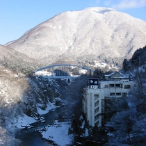*渓谷・冬