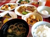 ■朝食:和洋25種メニューが充実の朝食バイキング