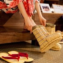 こちらも初体験!ワラでできたブーツ「ワラ靴」だって。昔話に出てくるのだね