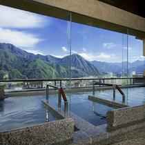 【空の湯〜ぱぱらく〜】谷川連邦を望む最上階の展望浴場