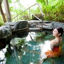【山の湯】眺めの良い露天や蒸し風呂、洞窟風呂などのお風呂をお楽しみください。
