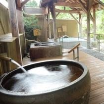 【山の湯】眺めの良い露天や洞窟風呂などのお風呂をお楽しみください。