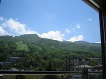 東側客室からの蔵王山系初夏の眺望