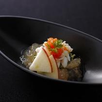 渡り蟹と県内産りんごの酢の物