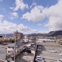*湯上り処からの景観/山口市内を一望。山陽の心地よい風を感じて。
