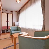 *和室10畳(客室一例)/窓辺に腰かけて山口市内を一望。山陽の心地よい風を感じて。