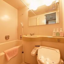*和室10畳(客室一例)/簡素ではございますが、ユニットバスを完備いたしております。
