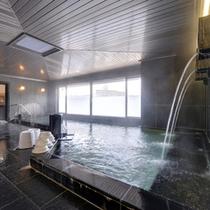 """*大浴場/天然温泉""""湯田温泉""""はその良質な湯を求め、全国各地の温泉ファンから愛されています。"""