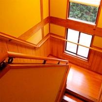 木のぬくもりを感じる階段