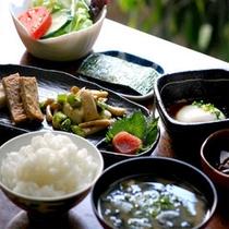 朝はほかほかの和朝食をお召し上がりください