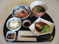【週末】お造り3種と煮魚定食