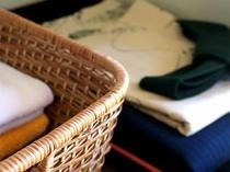 お部屋にはタオル、浴衣をご用意しております。/例