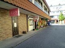 ホテル前飲食店