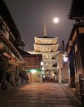 月の「八坂の塔」