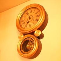 1階廊下 時計