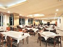 【レストラン】こちらのお食事会場でごゆっくり料理をお楽しみください