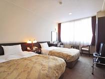 【客室:ツインルーム】ゆったりとしたベッドの落ち着いた空間